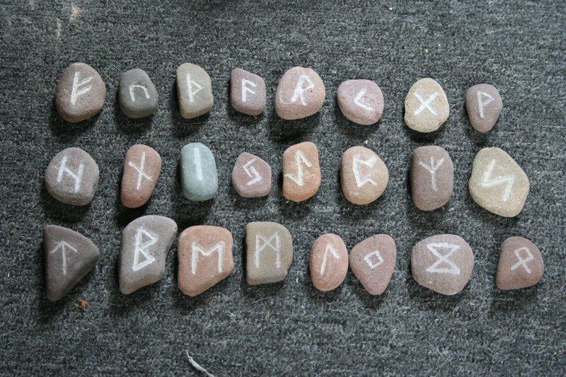 Før det latiske alfabetet ble introdusert av romerne på 600 tallet f.kr brukte germanske folk i Skadinavia og dagens Storbritania runer som skriftspråk. Foto:Dienstagsmädchen, Flickr