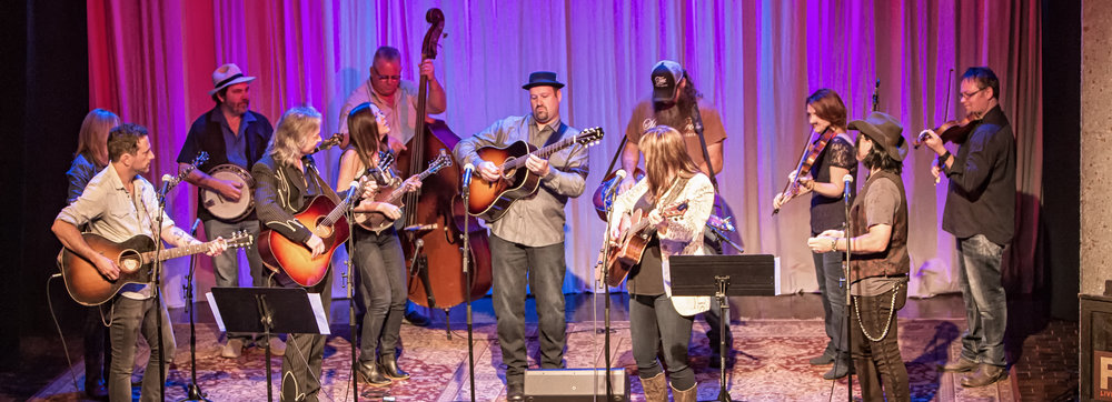 All eyes on guitarist Stephen Mougin as part of the first WMOT/Roots Radio jam. Photo by Shelly Swanger.