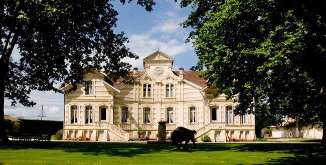 Vers le site du Château Maucaillou