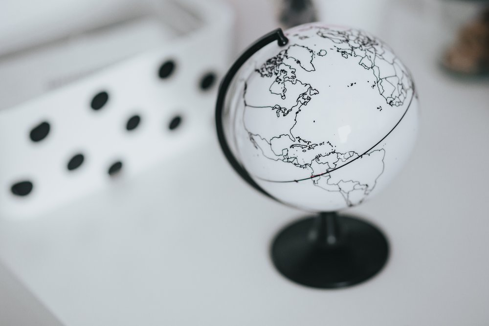 kaboompics_White globe.jpg