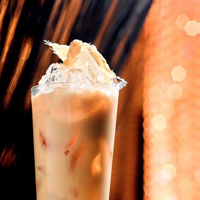 """Peach Safari"": Amarula e Creme de Pêssego #aluccialucci #alucci #restaurantesp #sp #jardins"