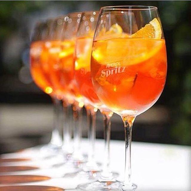 Sábado delicioso em São Paulo! Temperatura subiu, sol apareceu... nossa dica pra hoje anoite? Nosso delicioso Aperol Spritz!