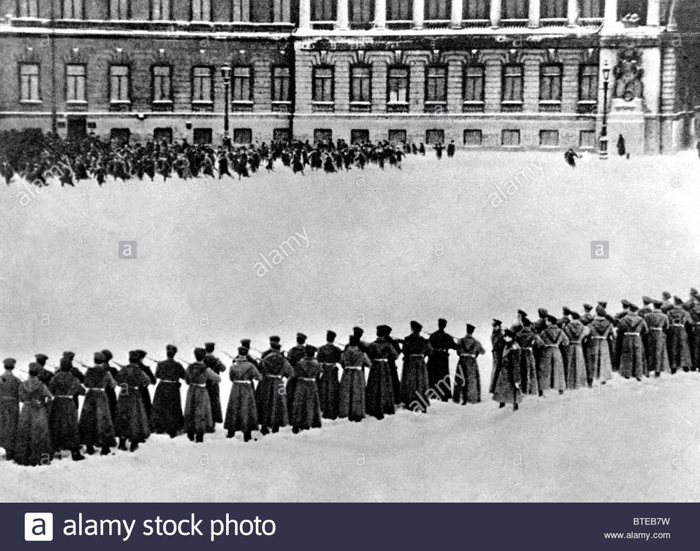 revolutionary-russia-workers-shooting-near-winter-palace-in-st-petersburg-BTEB7W.jpg
