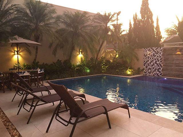 Que tal esse fim de tarde na piscina?