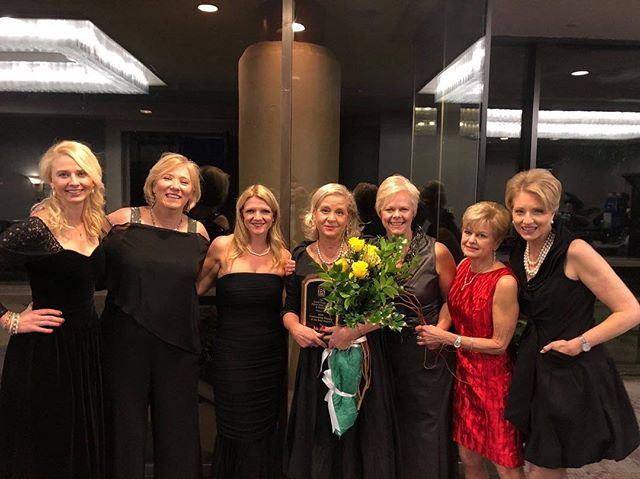 Throwing it back to this past weekend's @hhibchamber ball. We were so excited to have awarded Debi Malool of the Hospice Care of the Lowcountry as our Zonta HHI/Bluffton Woman of the Year! Thank you to our sister club in Bluffton for the support and the Hilton Head Island - Bluffton Chamber for helping us recognize this amazing woman!