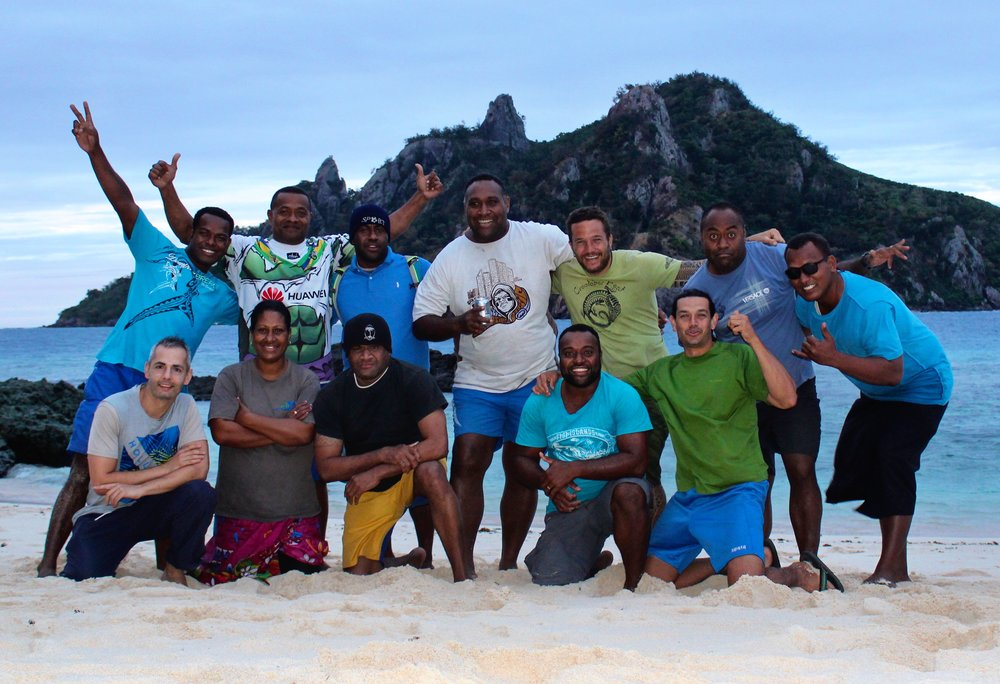 A nice team picture on Monuriki Island (Monu Island in background)