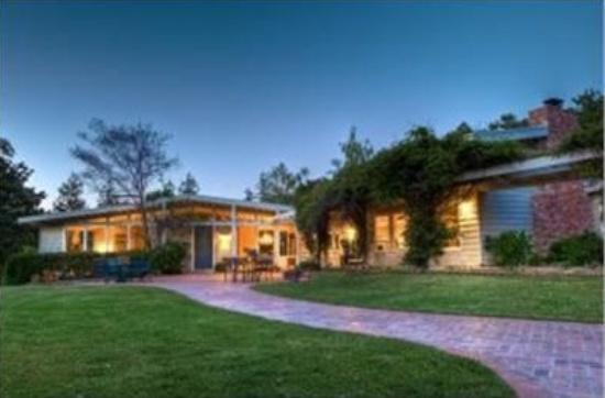 10696 Mora Dr, Los Altos Hills | $2,410,000