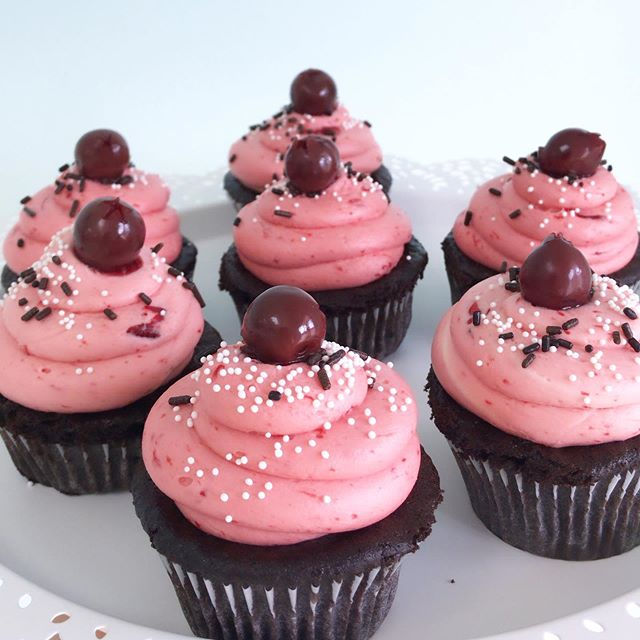 Very Choco Cherry cups are in the case all week—and I'm in trouble. Who diets anyways?? 🤷🏼♀️