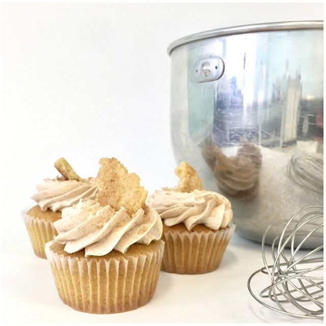 This week's featured flavor: Snickerdoodle Cupcake! It's a tender vanilla cake topped with a Saigon cinnamon Italian meringue buttercream 🤤