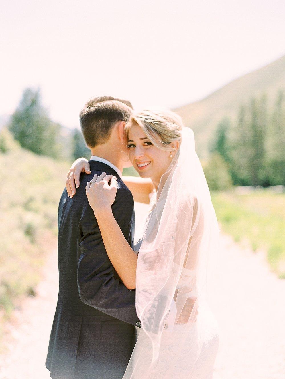 trailcreekcabinweddingbriethomasonphotography