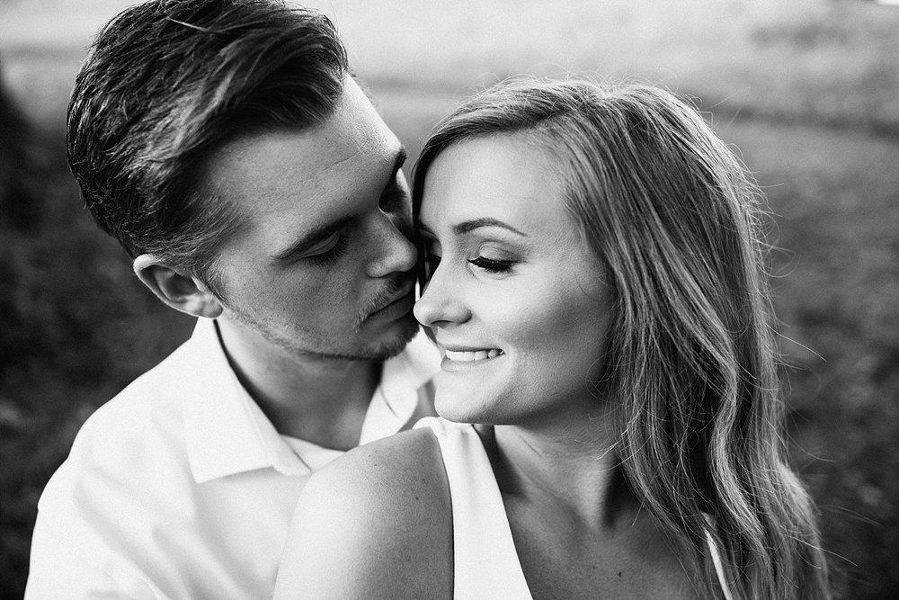 ST LOUIS MISSOURI PHOTOGRAPHER :: ENGAGEMENT COUPLE :: SHAW NATURE RESERVE 13.jpg