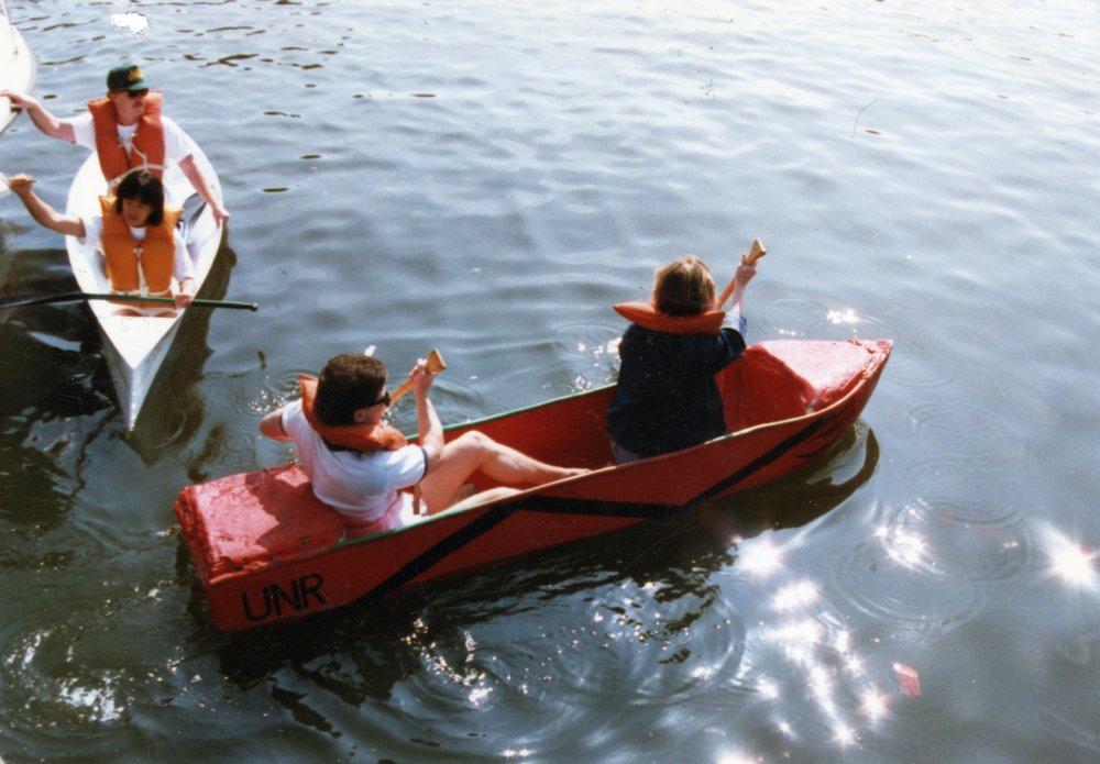red-boat001.jpg