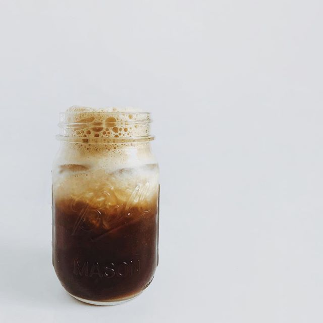 ⠀⠀⠀⠀⠀⠀⠀⠀⠀ It's *hot* here today, so perfect time for some iced mushroom coffee blended, poured over ice, with a splash of hwc. ⠀⠀⠀⠀⠀⠀⠀⠀⠀