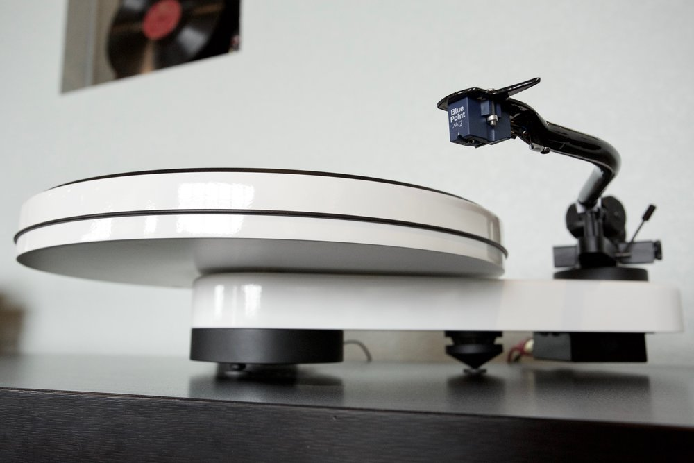 Pro-ject RPM3 Carbon turntable w/ Blue Point #2 MC cart Sounds as good as it looks!  Belt drive TT w/ S-shaped carbon fiber tonearm.  Very cool, minimalist design. Was $999.00, on sale for $799.00
