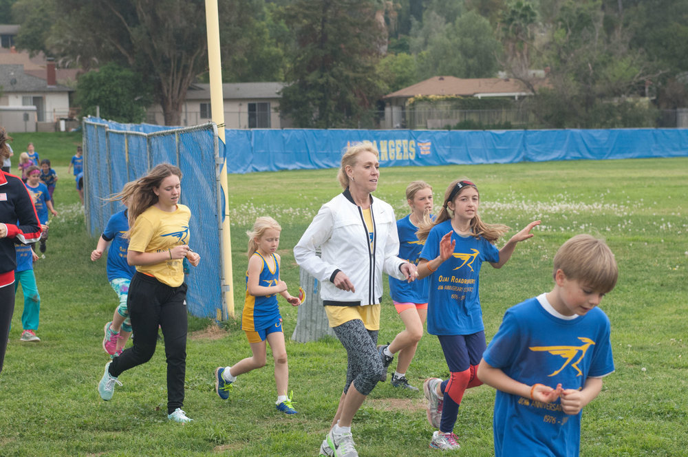 "Mary Decker Slaney, Olympian and Former World Record Holder in Mile, 5000 m, 10,000 m trains Ojai Roadrunner athletes during our ""Olympians in Ojai"" event!"