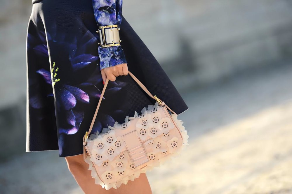 thestreetmuse_fashion_streetstyle_photography_by_melaniegalea_in_paris_accessory_bag_baguette_fendi_skirt_floralprinted_dsc_9870-20150805090003.jpg