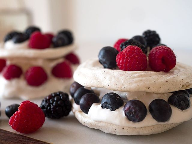 my first recipe with @bridgetmalcolm is now up!  vegan pavlova using chickpea water aka aquafaba... loved making this Aussie classic, it was it out of my comfort zone at first but after a few attempts I came up with a recipe I am super happy with. Crispy on the outside and slightly gooey inside. Try it out and let us know what you think! Also let us know if you have any recipes you'd like me to make and share :) link in bio ✨