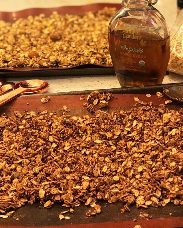 Nothing better than warm homemade granola fresh outta the oven 💕