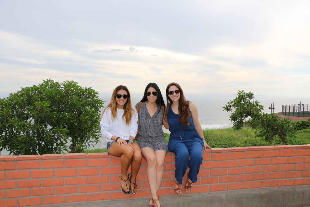 Hanging out in Miraflores near the Parque del Amor! Photo: @lifebelowclouds