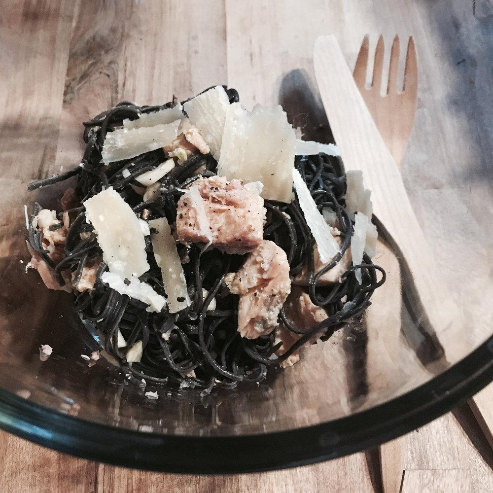 Pâtes de haricots noirs au saumon