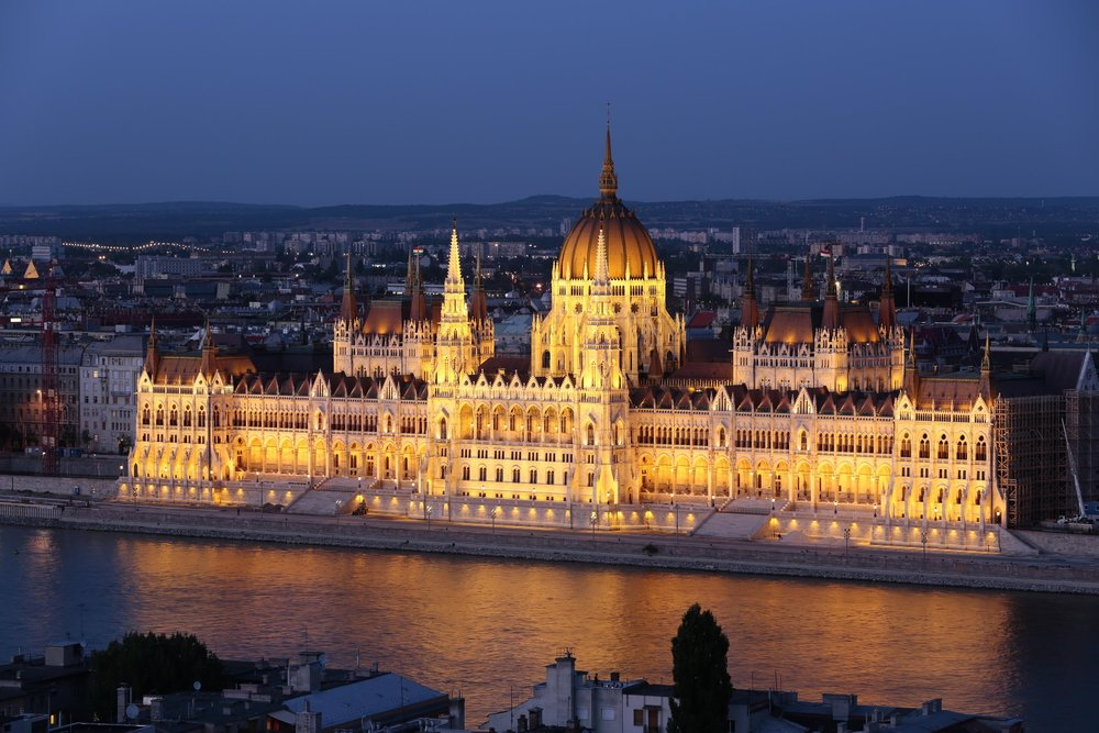 Parliament_in_the_evening_Budapest.jpg