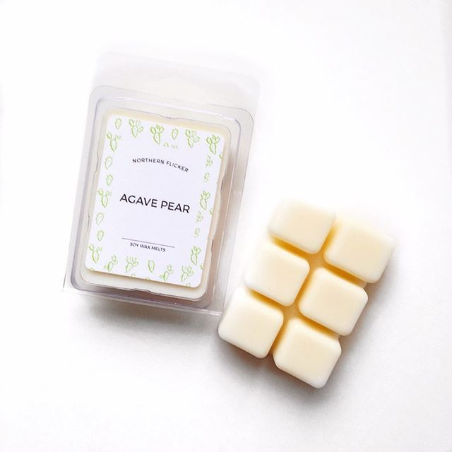 Afraid of leaving a lit candle unattended? We've got the answer! 💡 An electric wax melter and these cute little Northern Flicker wax cubes. Long lasting, safe and easy to clean up! Just stick the wax melter bowl in the freezer for 5 min and the used wax pops right out! Get 'em online now 👉🏻