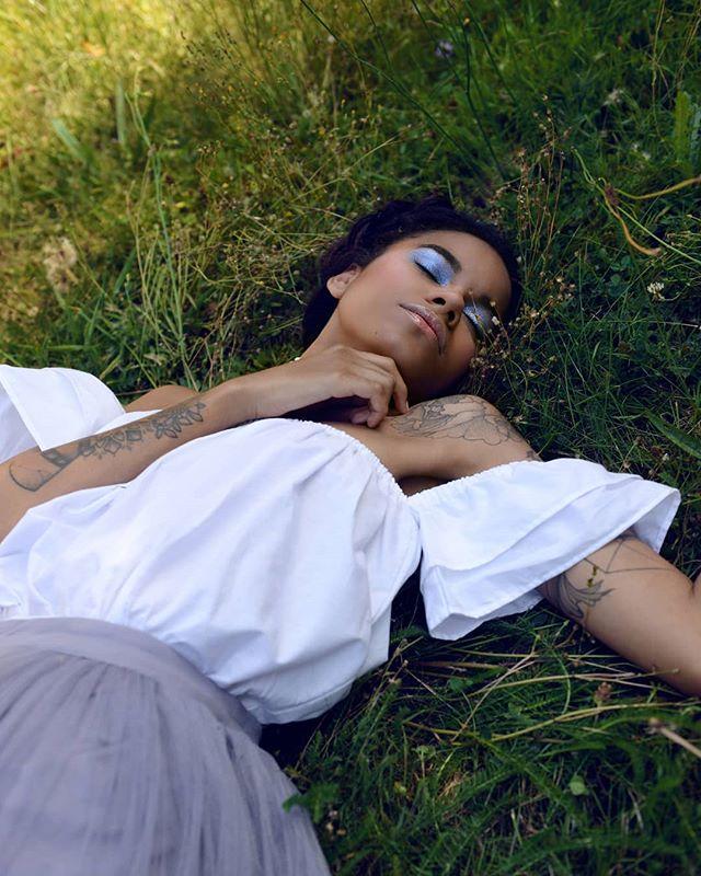 Peace.... Model @izor._ Mua @azami.azami.azami Photo : #juliedemoura