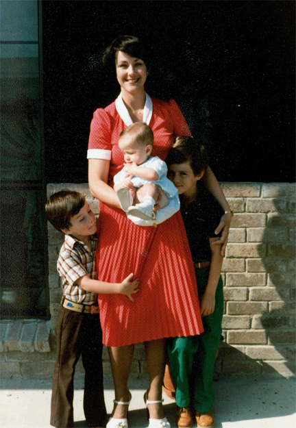 I'm obsessed with mom's dress in this pic...