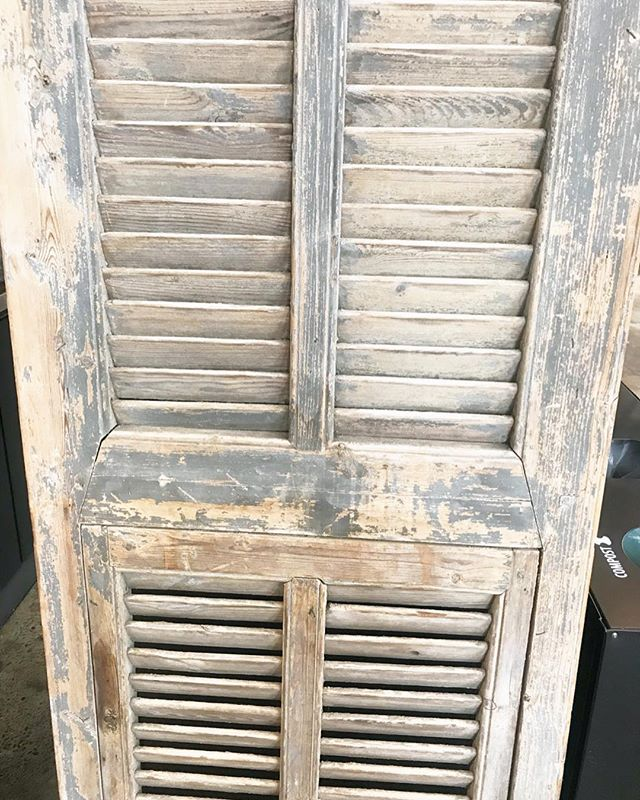 spotted these amazing shutters at the juice shop a few weeks ago 🤤 i managed to not smuggle them out in my purse.. but will definitely be on the lookout for something like these in my next #alamedafleamarket adventure! #instadrool