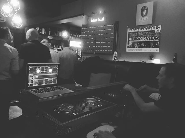 Buona Pasqua! Bilzenjazz DJ sessie in full swing met DJ @gheizzz en DJ @Bear. . .  Volgend concert op 16mei2019 #kleptomatics