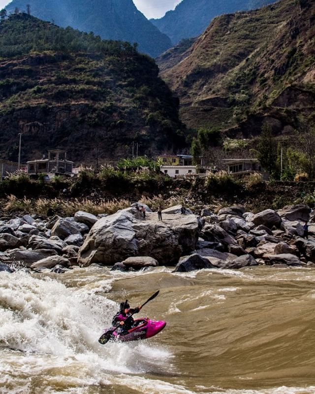 @annalouisewags bouncing on the Salween! #china #photooftheday #photography #playboat #adventure #adventurephotography #adventurefilmmaking #travel #adventureisoutthere #liverad #badass #kayaking #whitewater#explore #steezy #blunt #nature #adventureisoutthere #canon #sony #rafting #chacos #guidevibes #watersheddrybags #patagonia
