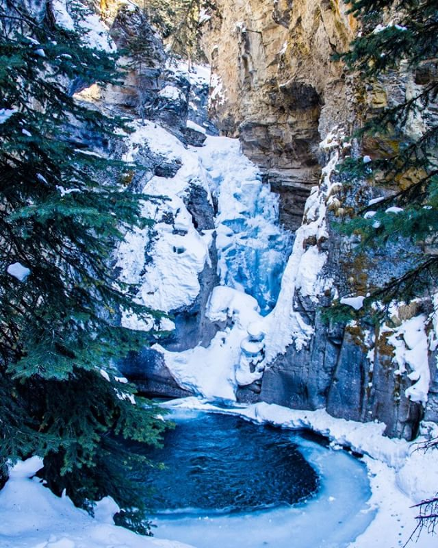 A beautiful frozen waterfall in Johnstone canyon, in #banff, #alberta . I'm ready for the next adventure, where to?  #adventurephotography #icefall #waterfall #nature #photooftheday #iceclimbing #liverad #optoutside #getoutside #naturegram #explore #exploreoutside #adventure #adventureisoutthere #sunrise #hiking #backpacking #prophotographer #adventurefilmmaker #filmmaker #videographer