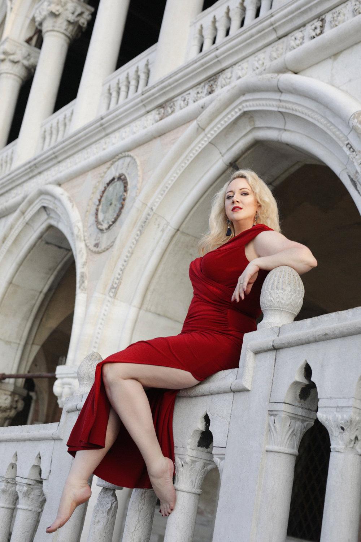 destination portrait - Michelle Taylor jones - portrait photographer - venice italy