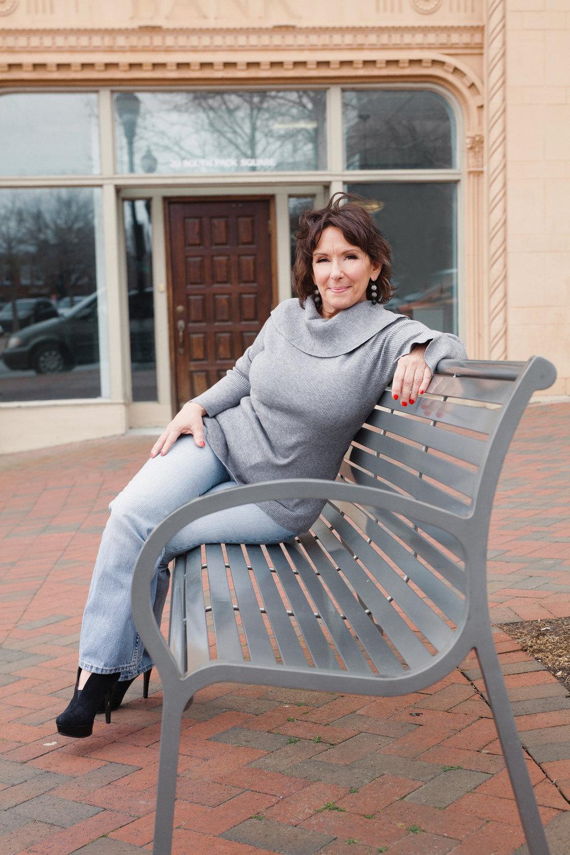 queen - branding - marketing - photos - on location  - outdoor portraits