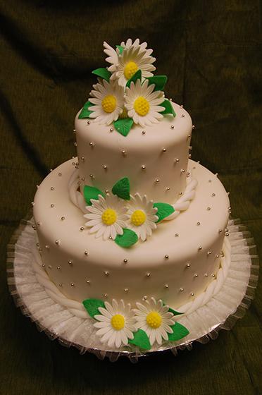 DAISY CAKE.JPG