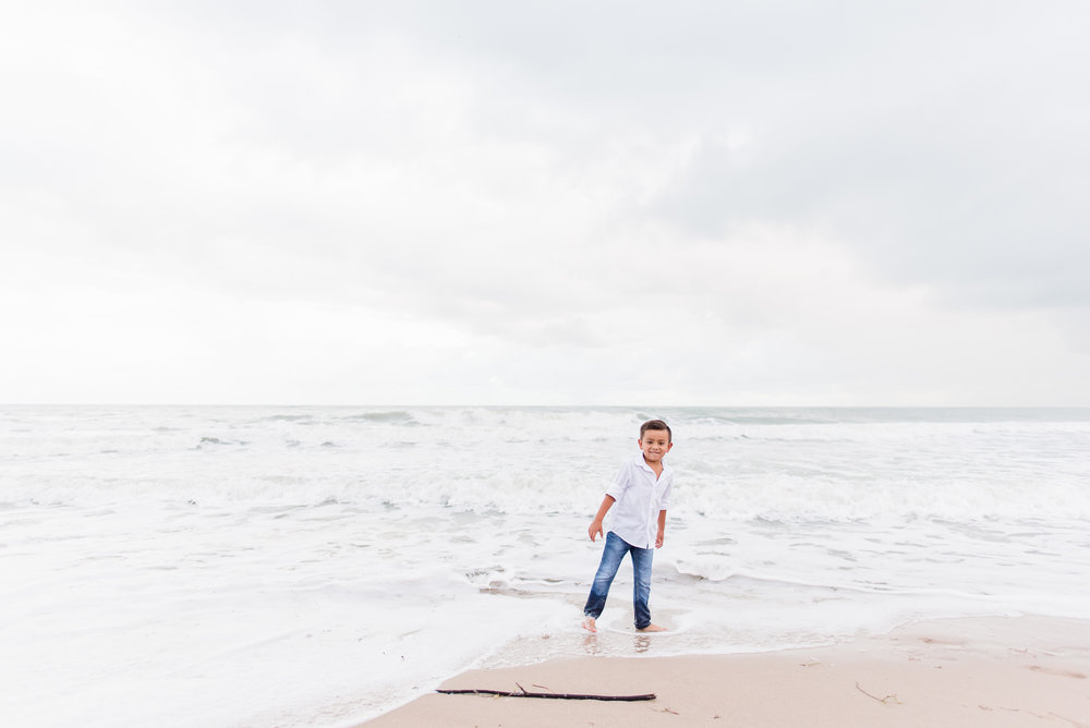 vero-beach-family-photographer-beach-session08.jpg