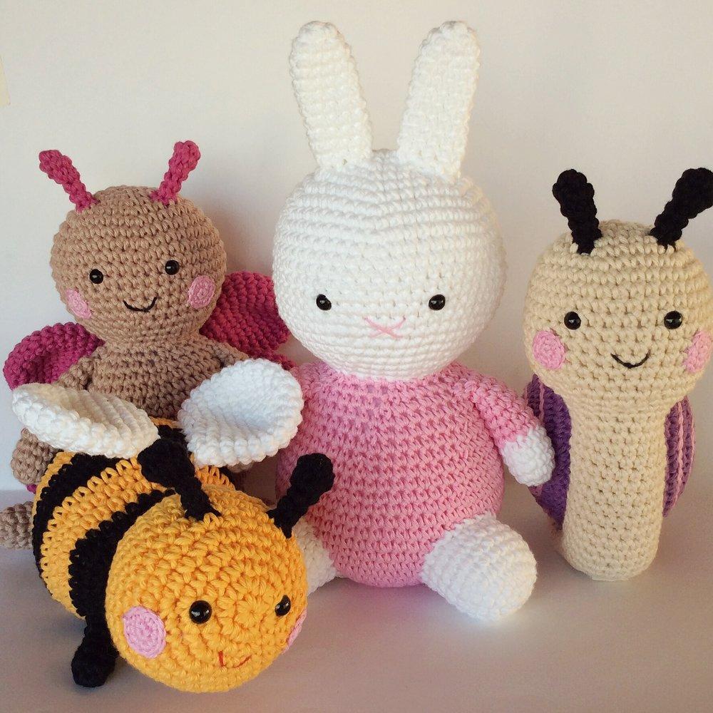 Turma mais fofa do mundo: coelhinha no estilo da Miffy, abelha, borboleta e caracol só amor !