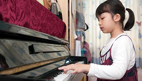 467x267-girlplayingpiano-ts.jpg
