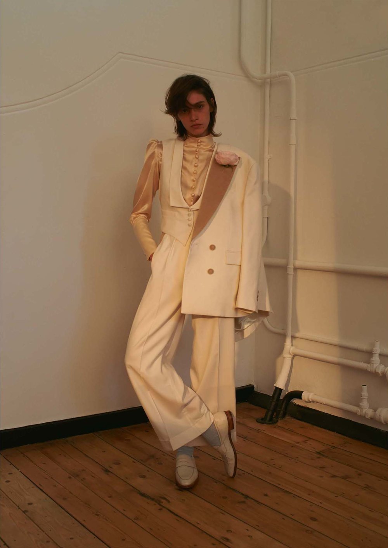 "<a href=""http://www.elle.com/fashion/a35376/hillier-bartley-profile/"" target=""_Blank"">ELLE</a>"