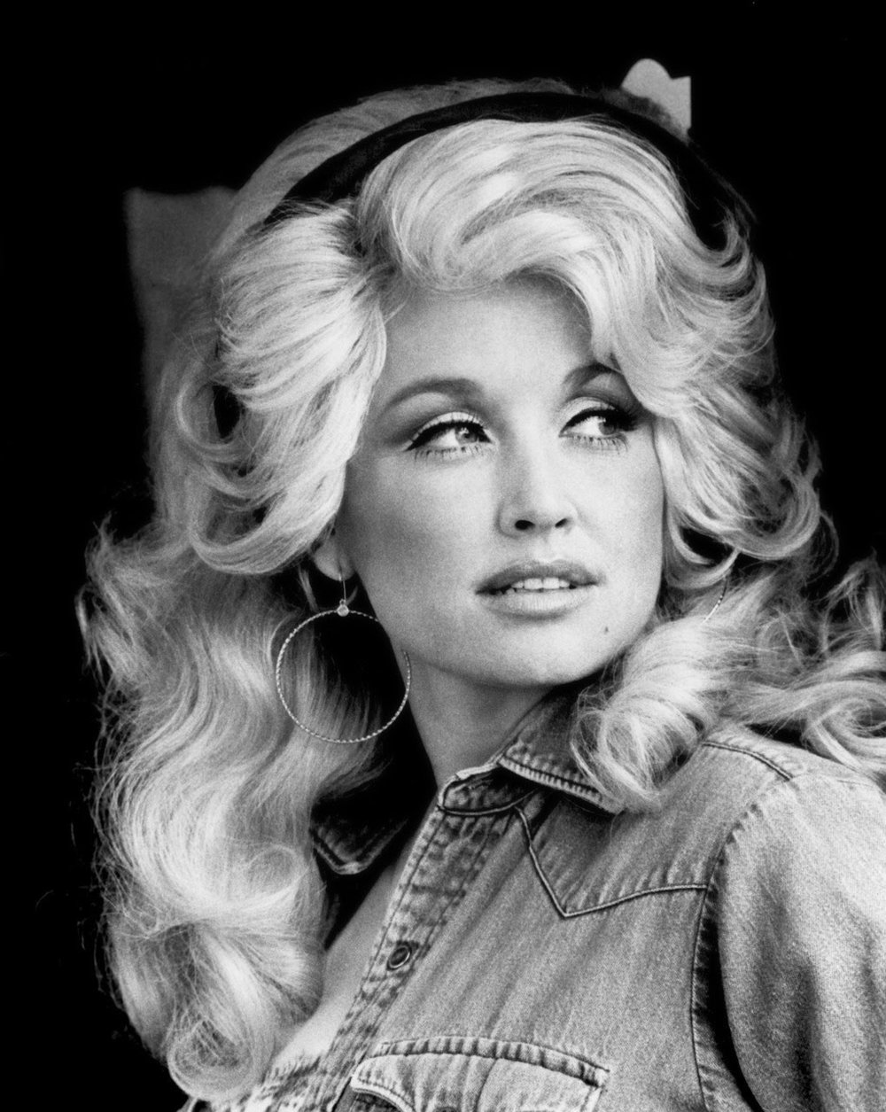 """<a href=""""http://pitchfork.com/thepitch/1325-dolly-parton-is-for-everyone/"""" target=""""_blank"""">PITCHFORK</a>"""