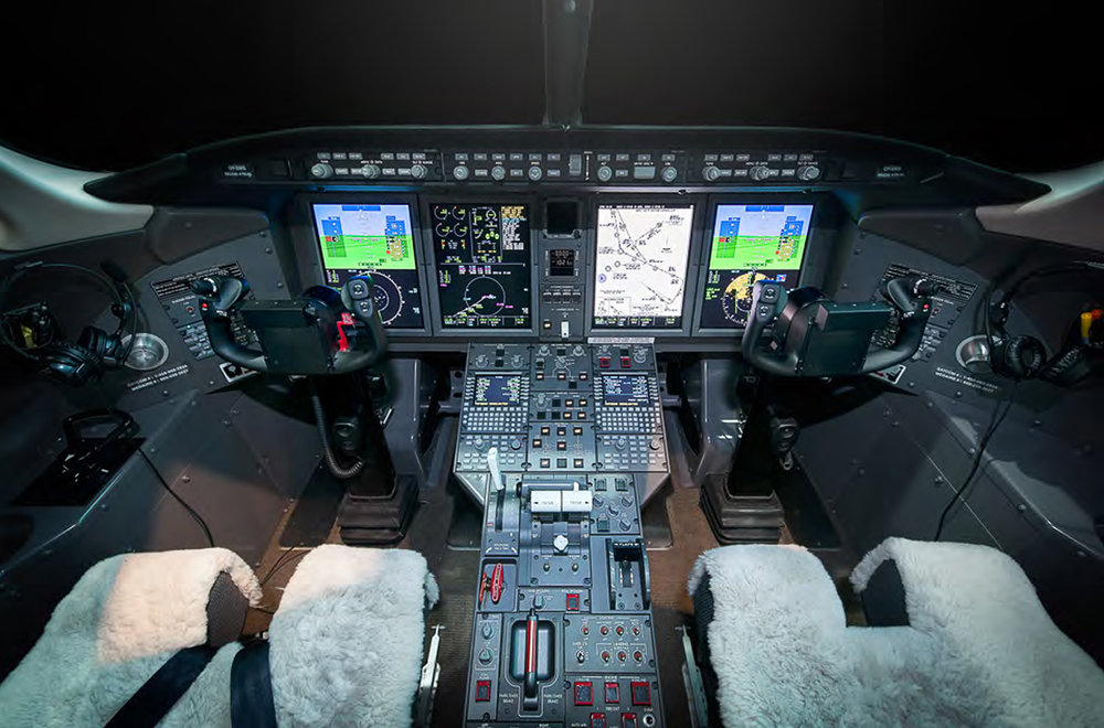 Challenger 350-cockpit.jpg