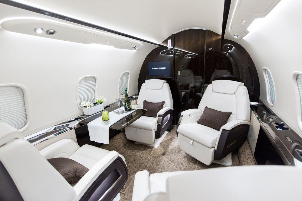 Challenger-350-Flightforce-Business-Aviation-4-place.jpg