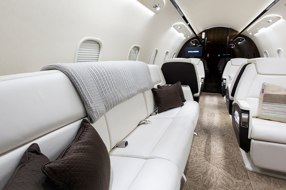Challenger-350-Flightforce-Business-Aviation-sofa.jpg