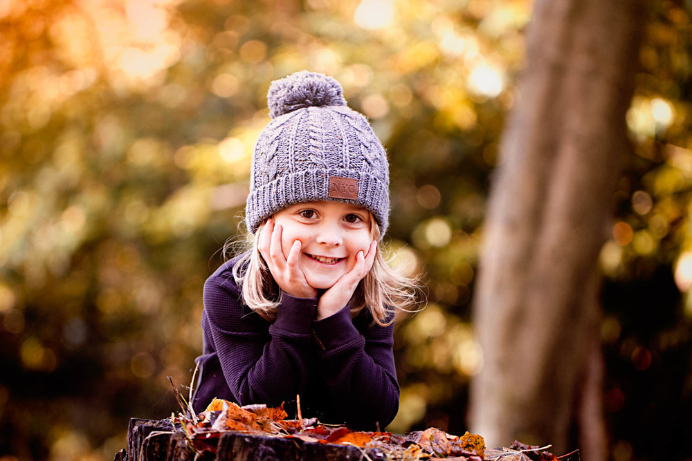 Child portrait during autumn family photography session.