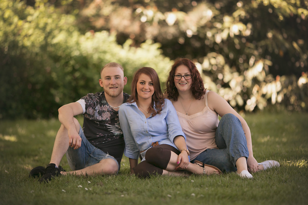 Brothers and Sisters pose for photo during Spring photoshoot in Bedford park by Bedford Lifestyle Photographer