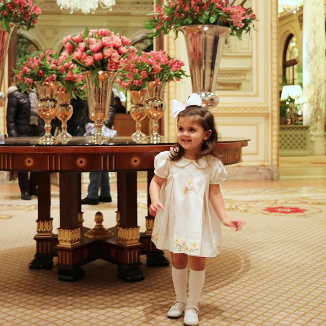 Karina channeling her inner Eloise at The Plaza Hotel. Modeling for @christianelizabethco they have the sweetest embroidered dresses and outfits for girls and boys. 🌼✨🌼✨🌼✨