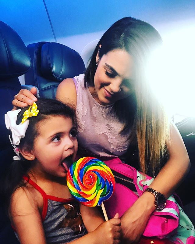 Secret weapon for flights: a lollipop that lasts the entire 4 hours... kidding, never do this. Big mistake on daddys part. #flightclub #deltaairlines #airbaby #heyjetsetbaby @delta