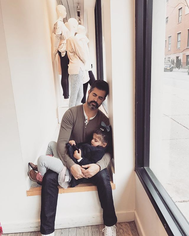 Mommy Shops, Daddy naps, Baby chills. Beautiful morning in Brooklyn Heights. After this we purchased our tree and ingredients for a Yankee pot roast!!! #heyjetsetbaby #shopbaby @loft