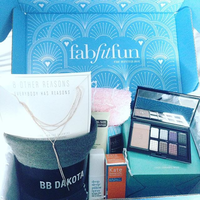 My @fabfitfun winter box finally arrived! I can't wait to try all these goodies, and who knows, maybe spend some much needed #qualitytime @edenrocmiamibeach 🤗 #fffgiveaway #edenrocmiamibeach