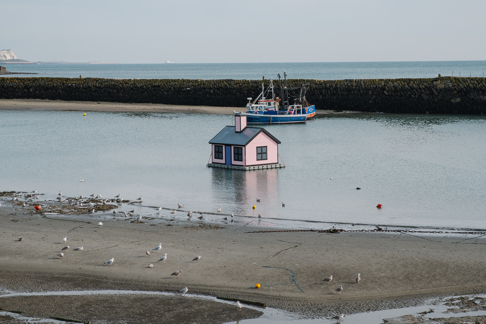 Pink house in the harbour… of course!